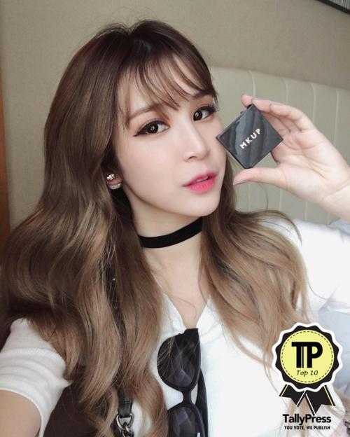 10-singapores-top-10-beauty-vloggers-miyake-ng